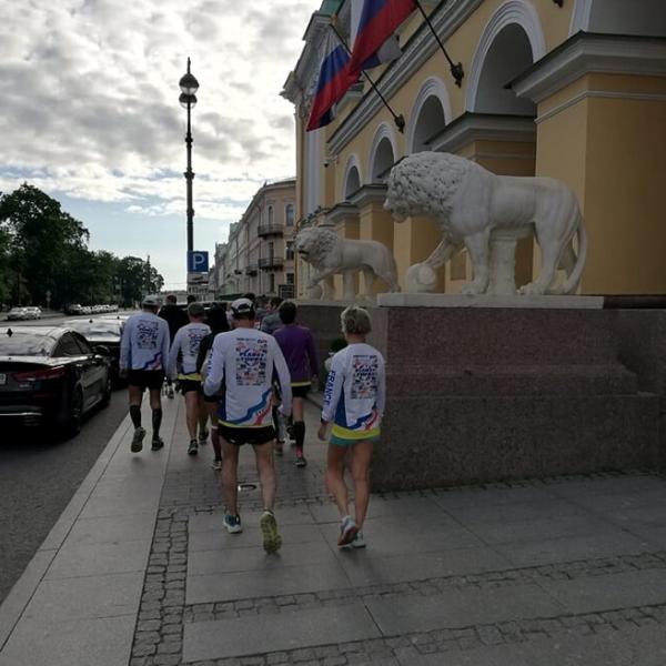 vers le départ du marathon de Saint Pétersbourg